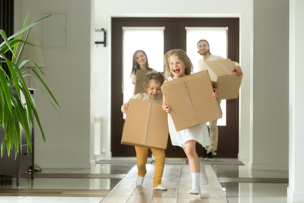 Family moving to new home - Folio Mortgage & Finance